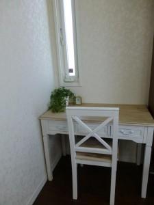 ピアノレッスン室 机