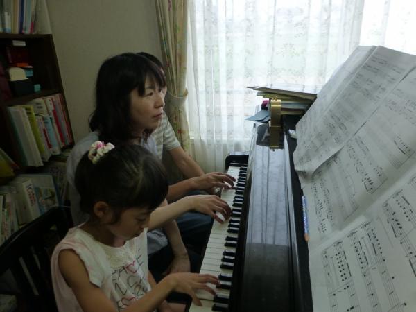 姪っ子ちゃんピアノレッスン